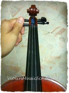 Change-Violin-Strings-TIghten-G-String